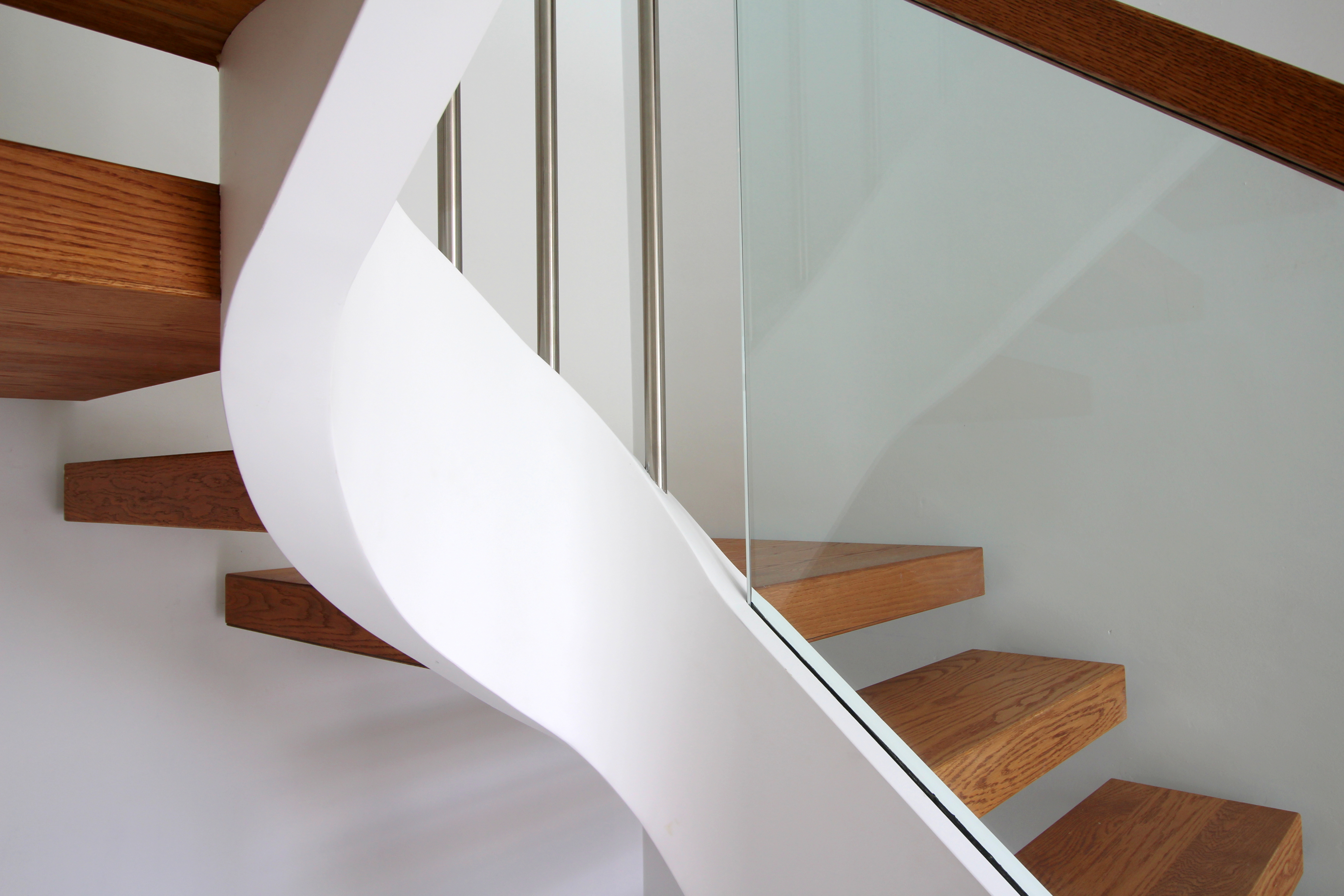 Curved string glass balustrade