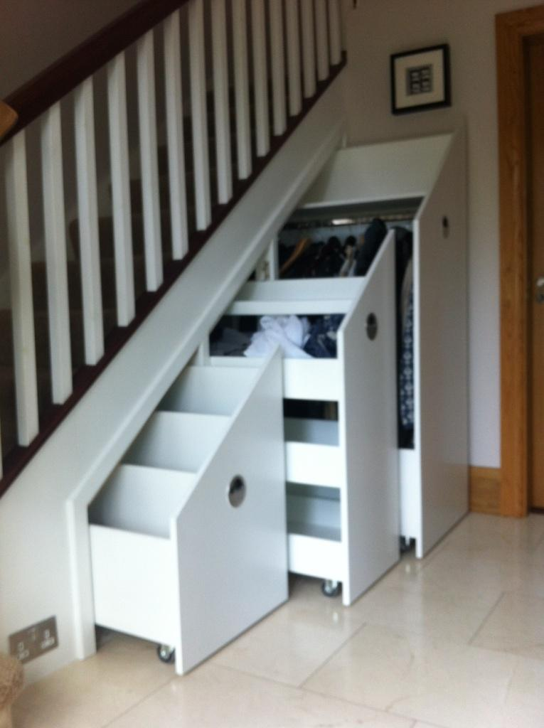 Square Painted Spindle Mahogony Stairs With Storage