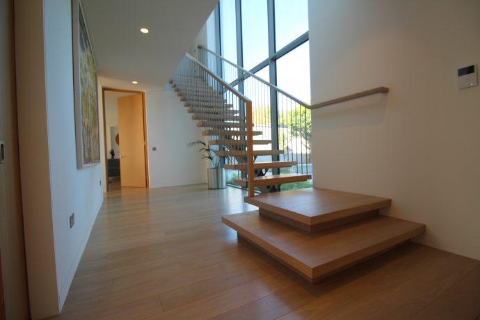 modern oak mon string stairs