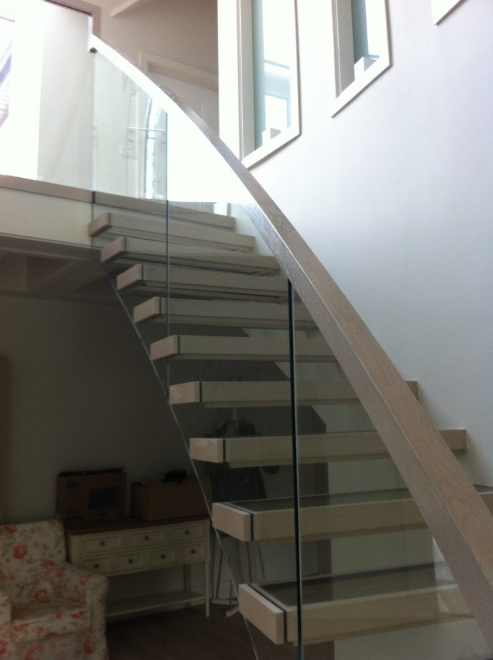 Curved glass floating stairs