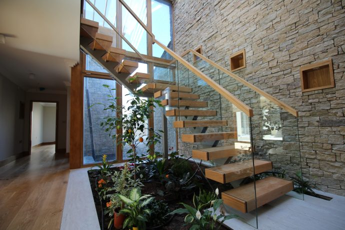 modern mono string glass stairs
